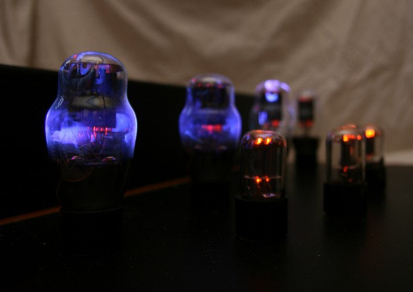 Argument_One_Class_A_Push_pull_Amplifier_Glowing_Tubes